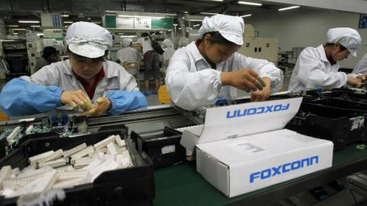 739712-foxconn-factory-workers